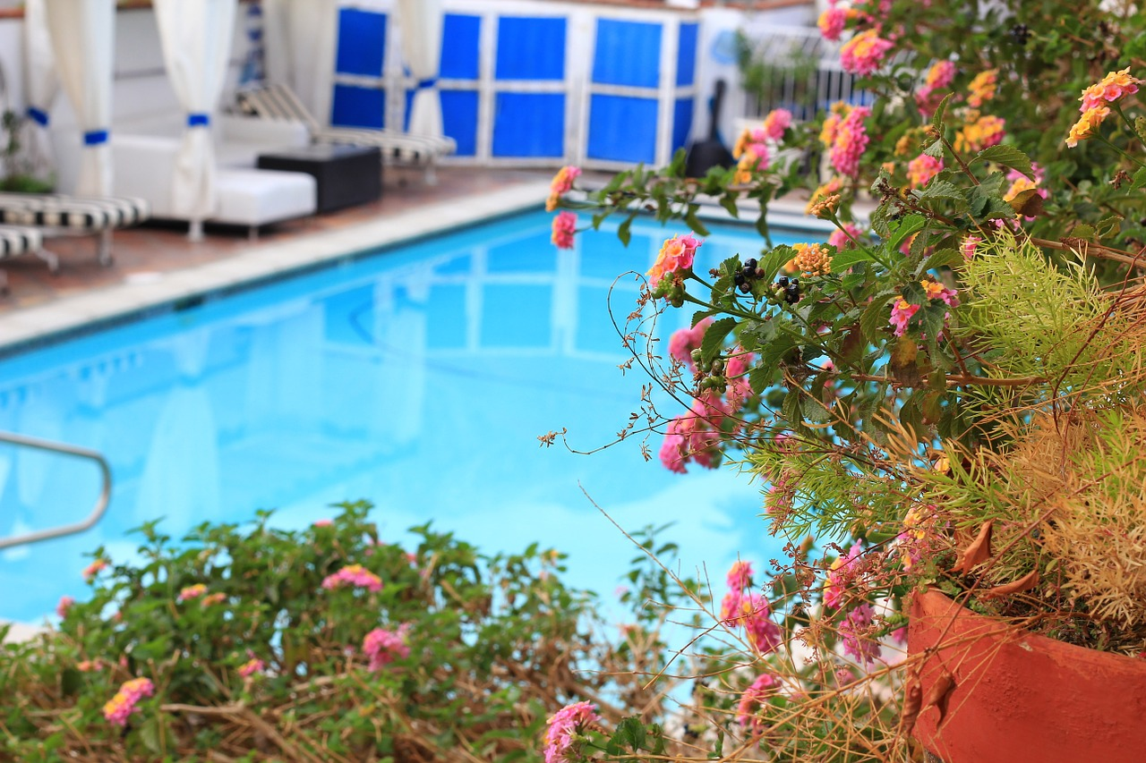 Faire construire une piscine dans son jardin le mode d for Piscine dans le jardin