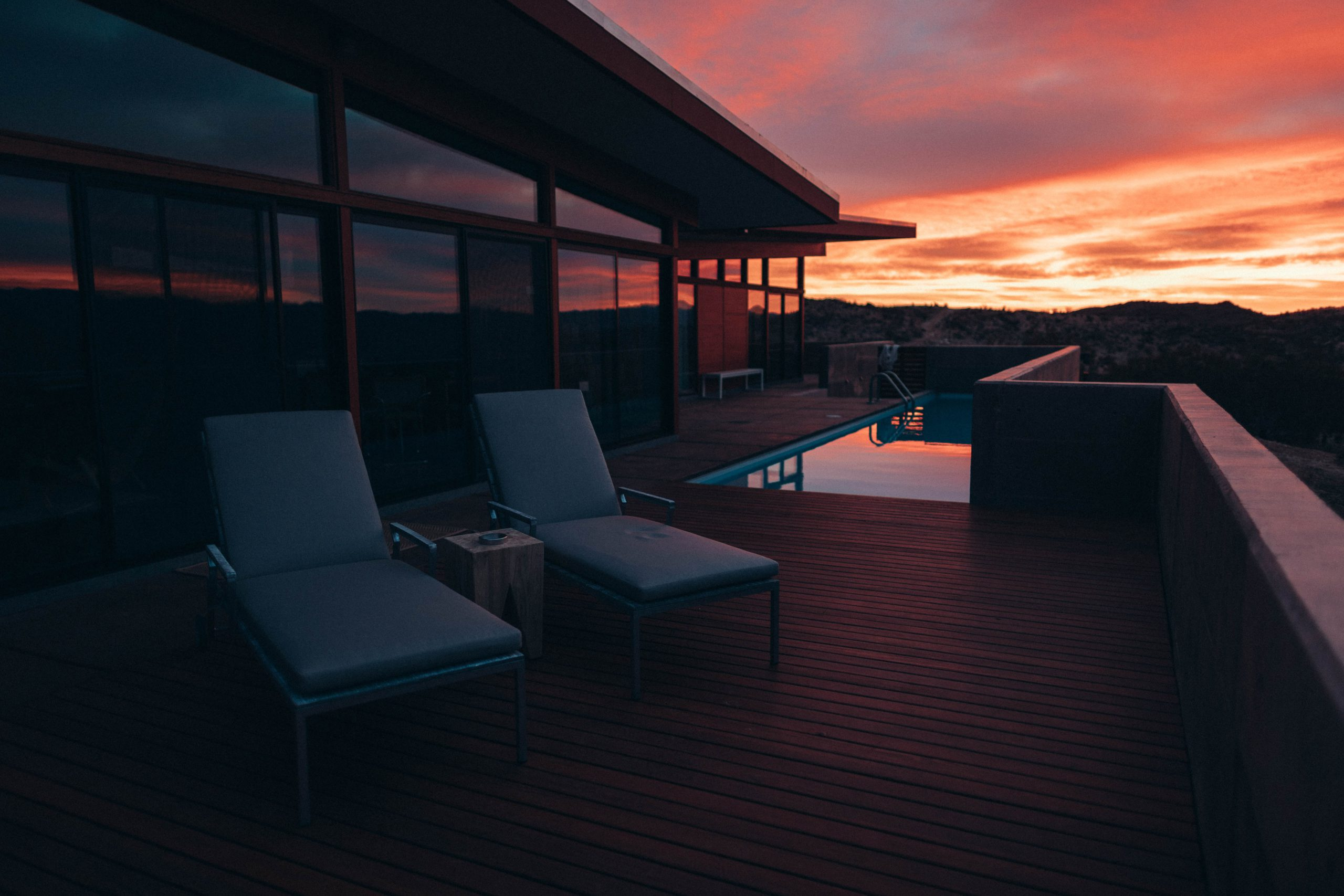 terrasse en bois avec vue sur mer